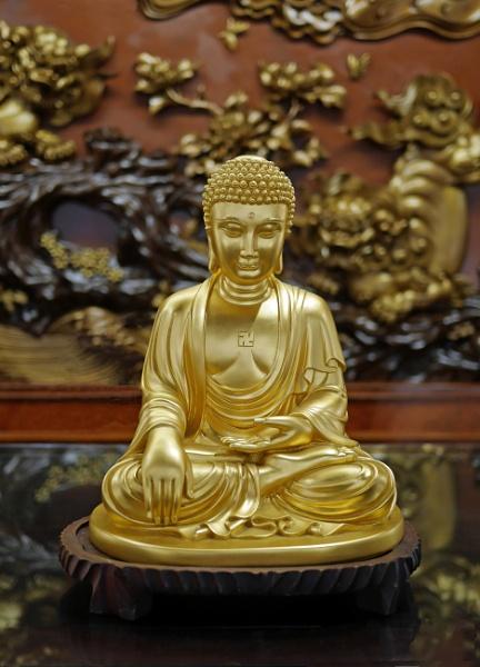 Goldern Statue of Sitting Buddha by StevenBest