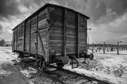 Photo : Auschwitz Death Carriage