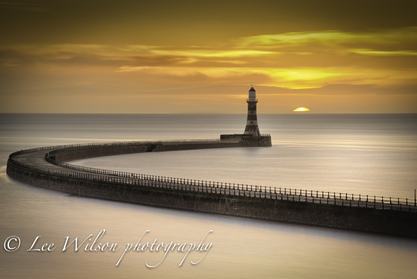 Roker different light by Lee100
