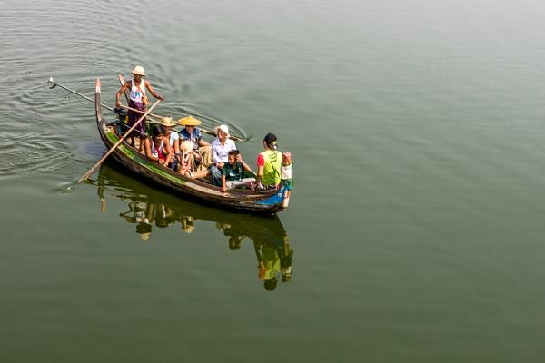 Sampan boat trip by loomba