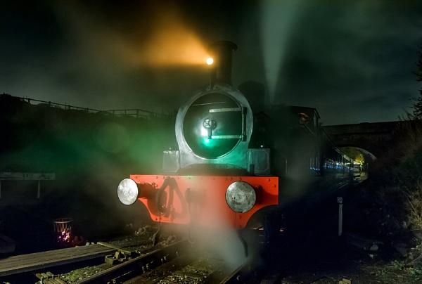 Night Train by icphoto