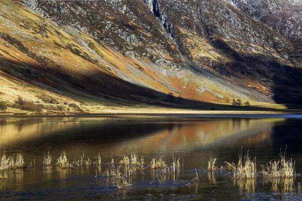 Light on Loch Achtriochtan by Irishkate