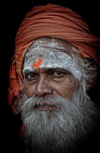 wandering sadhu in Varanasi by sawsengee