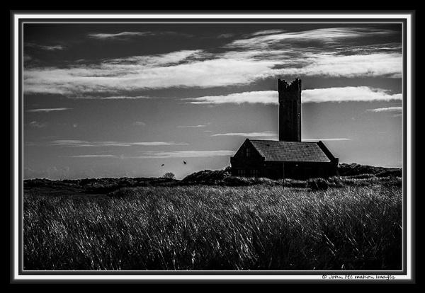 Mornington At Dawn . by johnvincint
