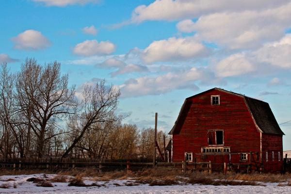Ye  old  red barn by waltknox