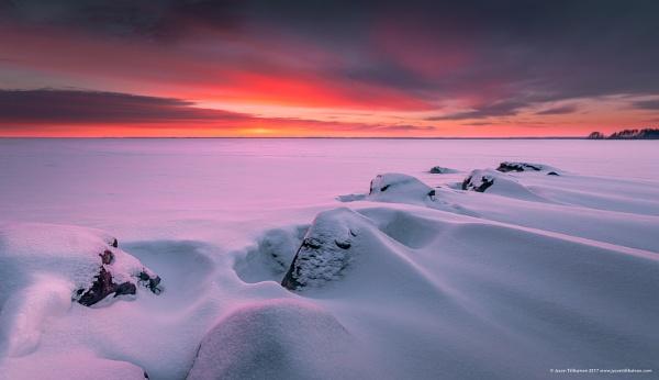 Winter Sunset III by Saturnbeats