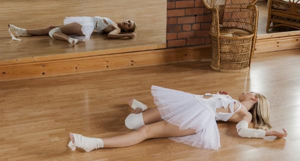 Broken ballerina by Bogwoppett
