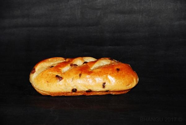 Chocolate Chip Brioche Roll. by Jat_Riski