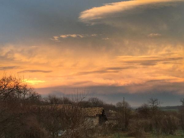 Dusk sky by jocas