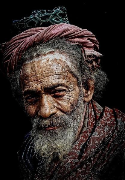 transient hindu pilgrim in Haridwar by sawsengee