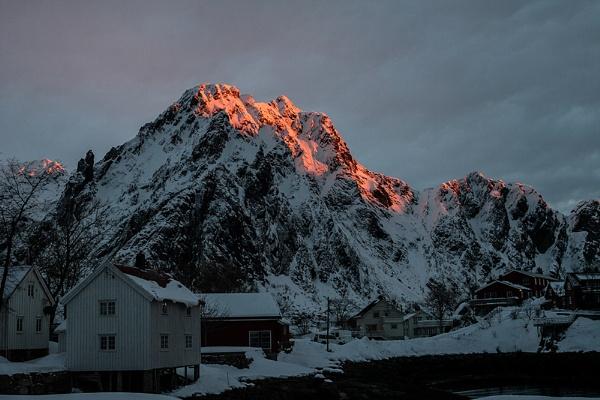 Dawn Glow Lofoten by rontear