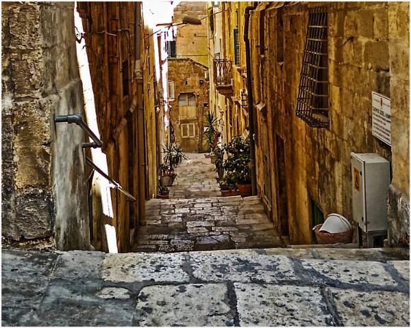 Valletta Alley by richy