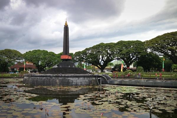 Monument by das_amq25