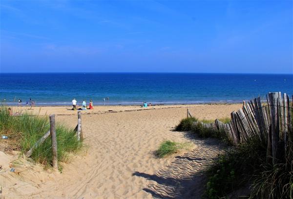 Quiet Beach by HoneyT