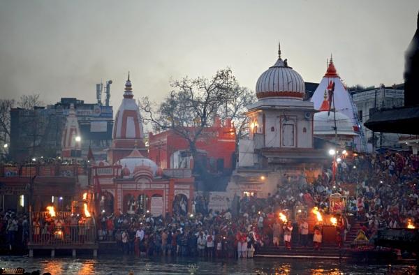 Ganga Arti Haridwar [India] by Bantu