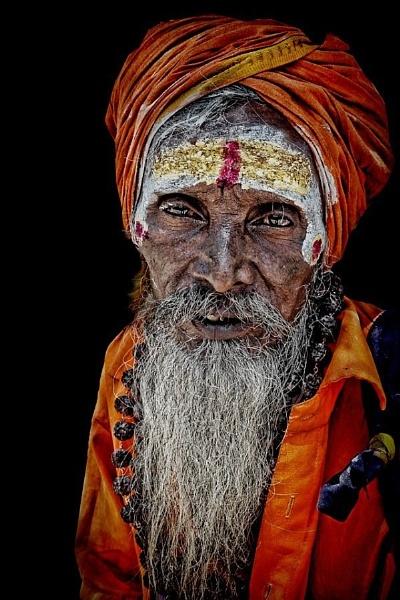 wandering sadhu in Madurai by sawsengee