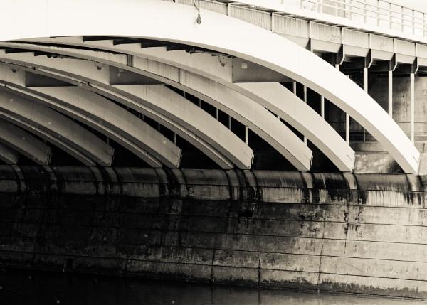 Grosvenor Bridge by tf