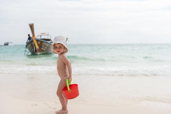 Beach boy by Marioks