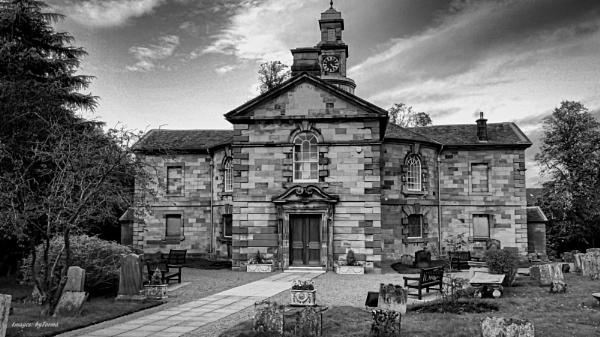Cadzow Parish Church, Hamilton. by Tooma