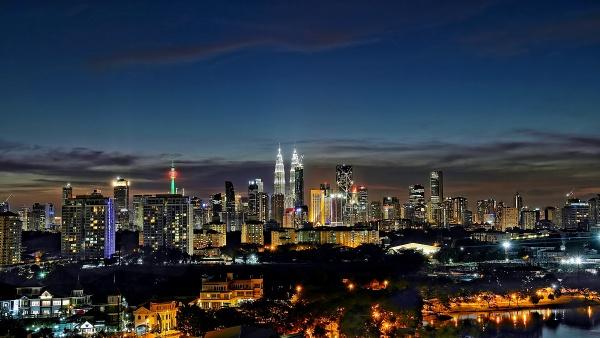Kuala Lumpur by sawsengee