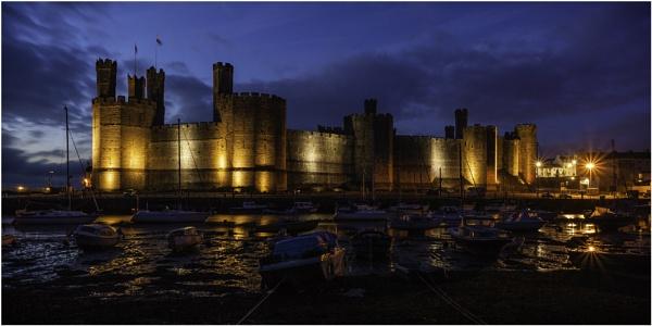 Caernarfon Castle by daibev