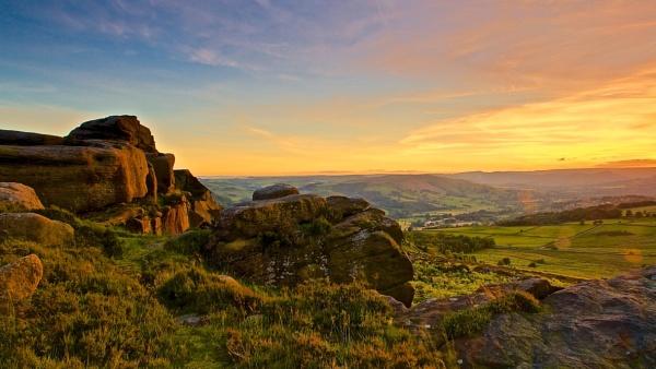 Surprise View:Peak District by altosaxman