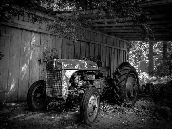Graber Olive Hosue Tractor by dtmacias