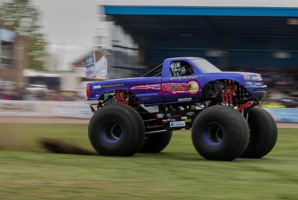 Slingshot Monster Truck by CharlotteHardy
