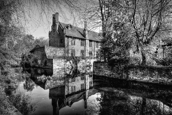 Tudor Barn, Eltham. by MIKEYMIKEY