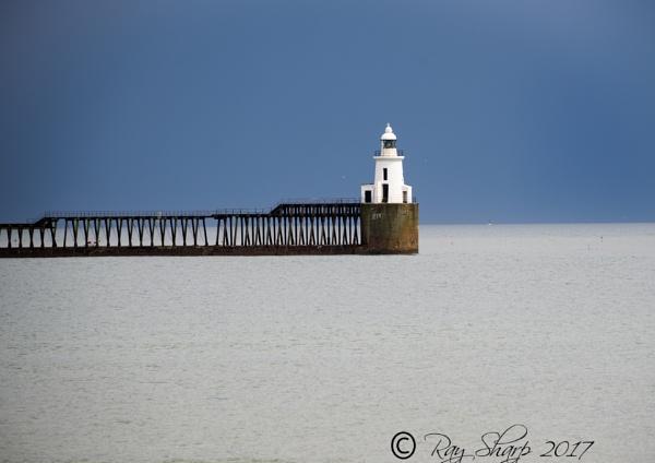 Blyth pier light house. by razer