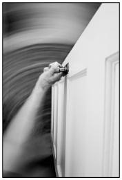 Photo : Through an open door