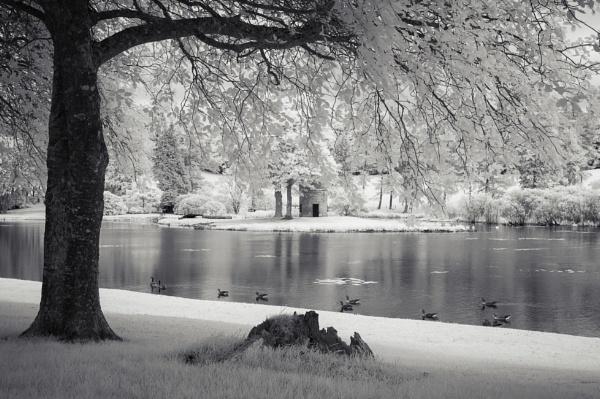 Dalswinton Loch by TrotterFechan