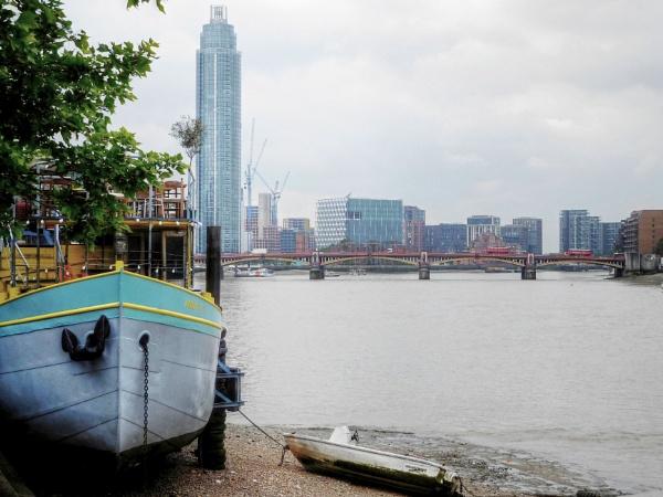 River thames towards Vauxhall by StevenBest