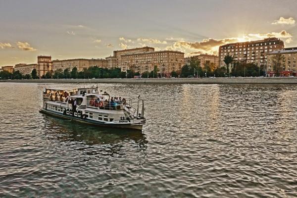 pleasure boat by leo_nid