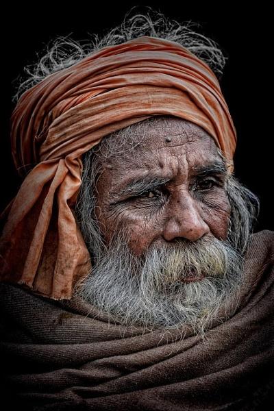 Hindu pilgrim in Varanasi by sawsengee