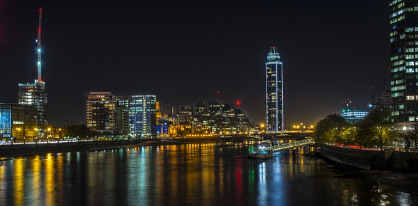 Vauxhall at Night by orhun
