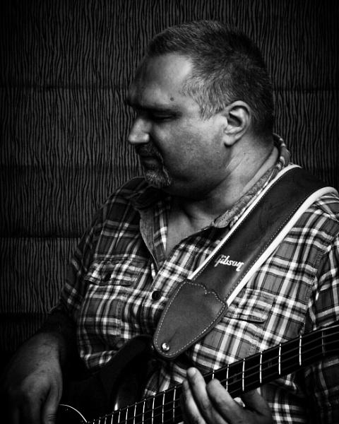 Bassplayer by hydra