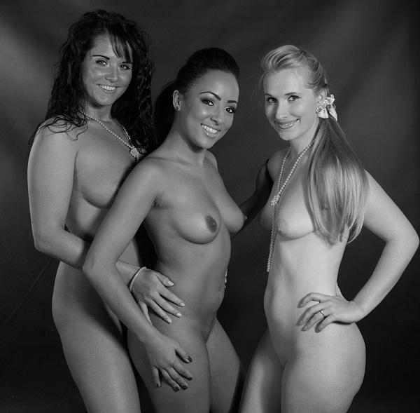 Three Beauties, Three Smiles