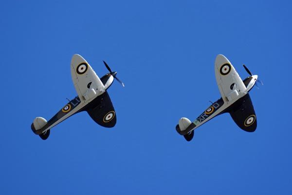 Spitfire Duet by mungoray
