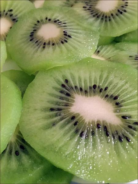 Kiwi by laura1