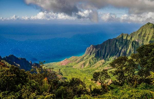 Na Pali Cliffs by LarryG