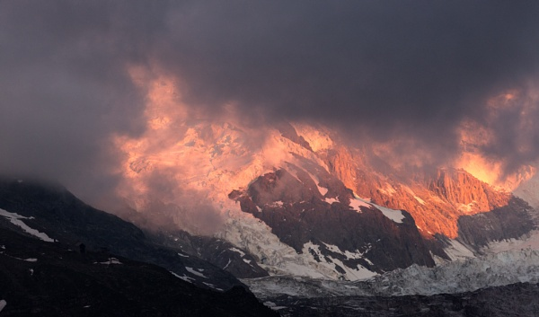 Fire on the slopes by rontear