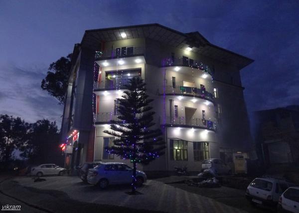 A Hotel in the night by Bantu
