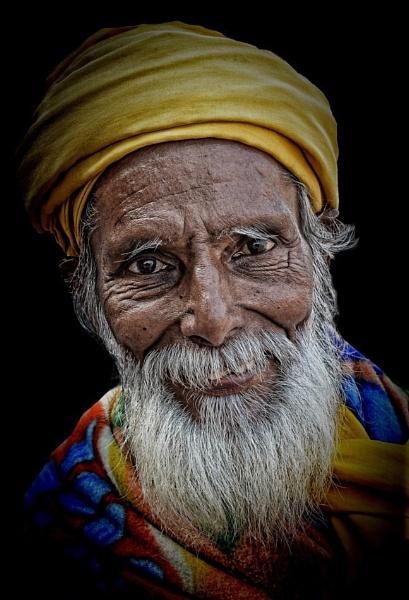 Old hindu pilgrim by sawsengee