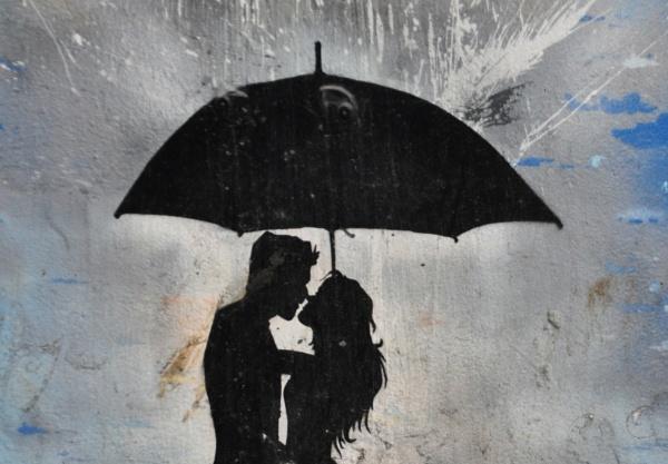 Love in the rain.... by Chinga