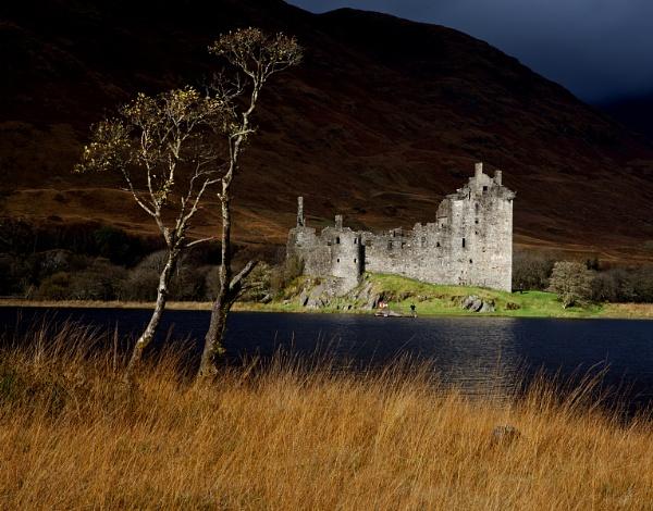Kilchurn Castle by Coracre