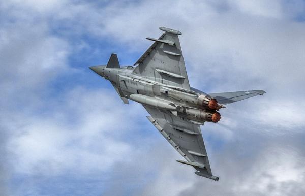 Typhoon - Turning and Burning! by Emilpix