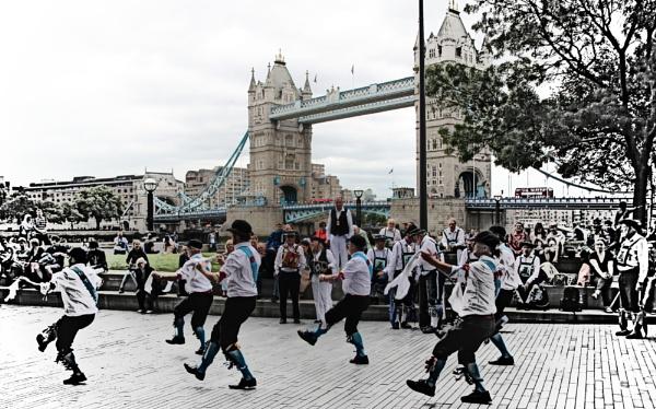 Summer festival, London Bridge by Quimribas
