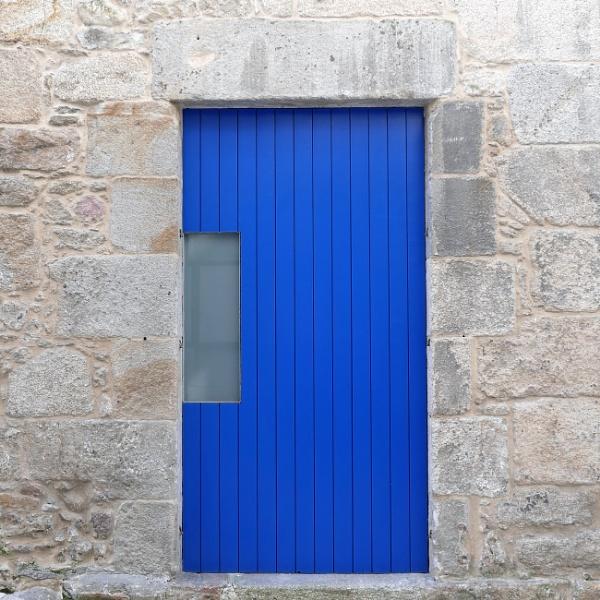 A blue door, Vigo, Galicia by tonycullen