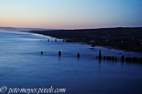 Glassy Sea on the Pebble Ridge by Petemoyes
